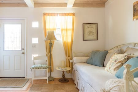 Charming Seacliff Beach Rental