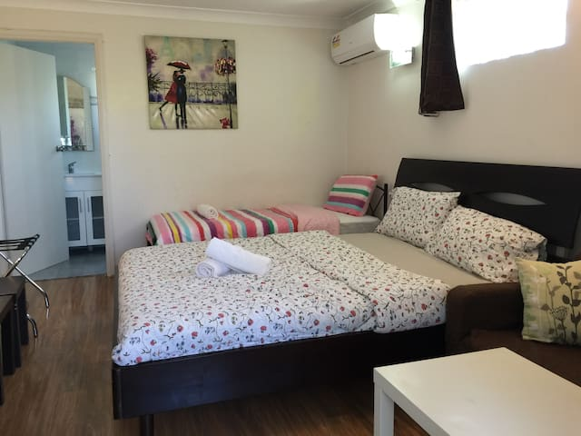 Air-conditioned house studio flat for 3 people - Bexley