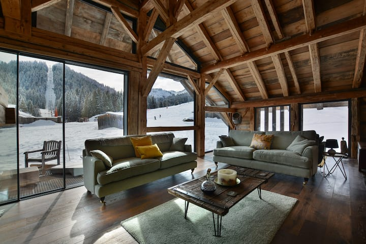 Wonderful mountain-side chalet, breakfast included