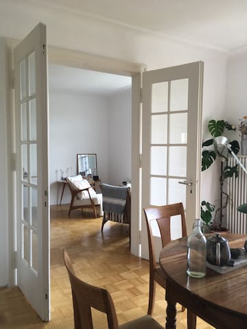 Sunny apartment in walking distance to art fair!