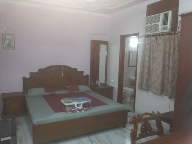 RAI SAHIB BED & BREAKFAST IT IS NEAR METRO STATION