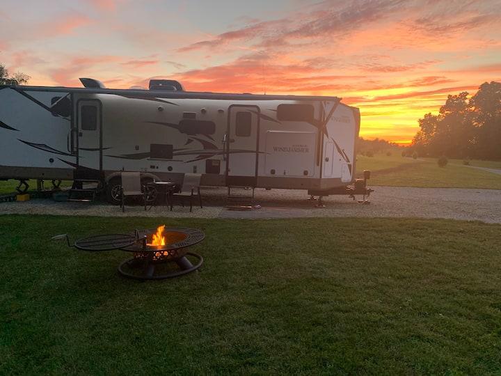 Quaint Rural RV Beautiful Sunsets Wildlife Sleep 5