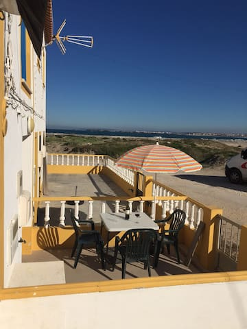 Traditional Fisherman´s Cottage, meters from beach - Peniche - Huis