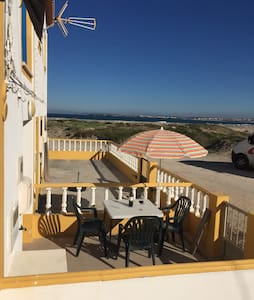 Traditional Fisherman´s Cottage, meters from beach - Peniche - Hus