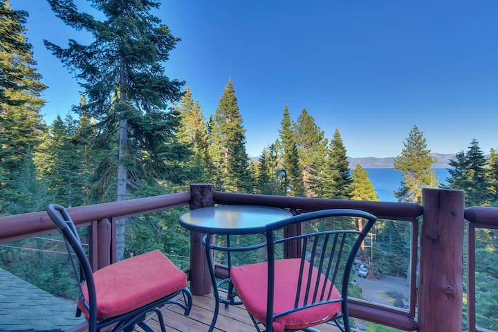 Huckleberry - Luxury Lake View in North Lake with Hot Tub