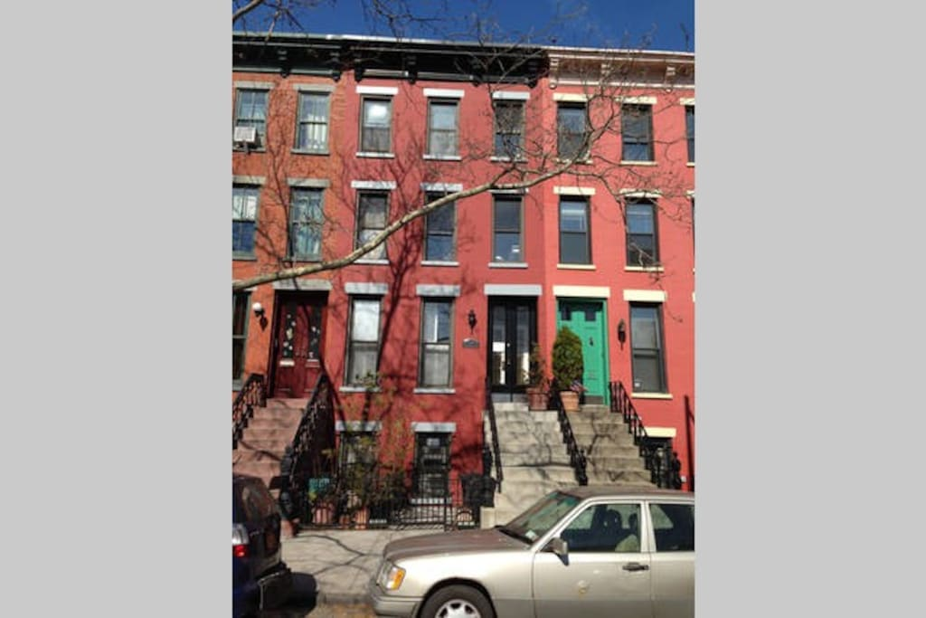 Convenient LIC Brownstone in Hunters Point Historic District