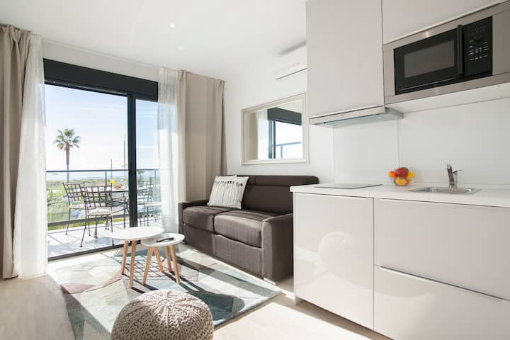 Seaviews apt with terrace (D1)