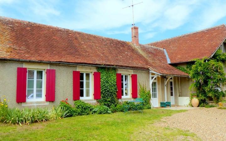 Bocage Bourbonnais : maison rénovée de plein pied.