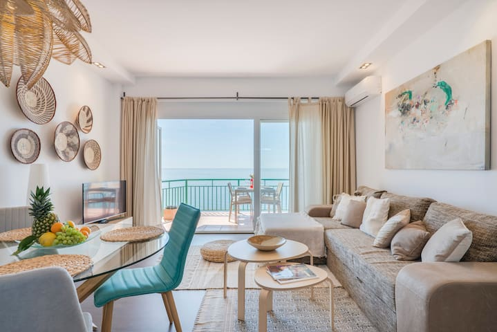 First Line Beach apartment with stunning views.