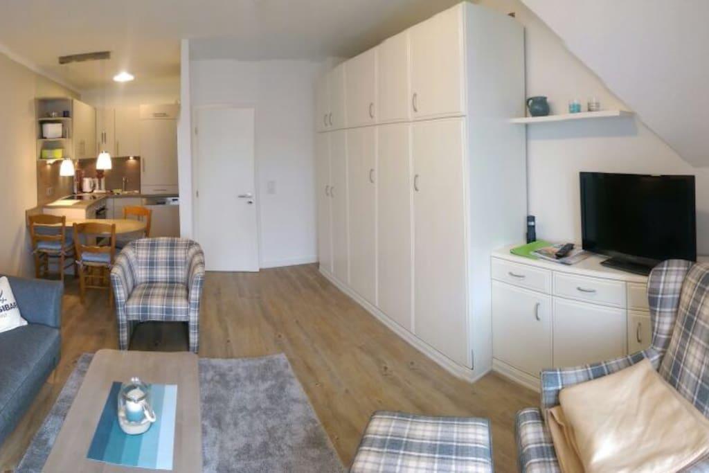 Wohnzimmer mit Doppelschrankbett