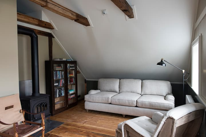 Place to Read - Apartment in Historic House