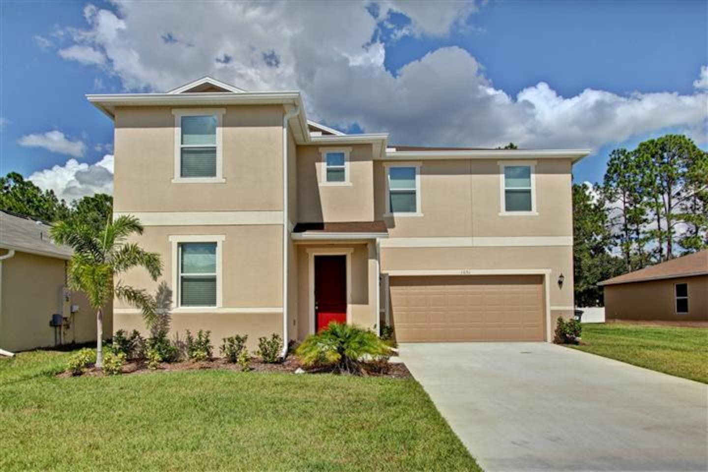 New 8br/5ba 3600 Sqft pool home