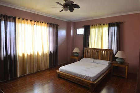 Tagaytay Bed and Breakfast - Mendez