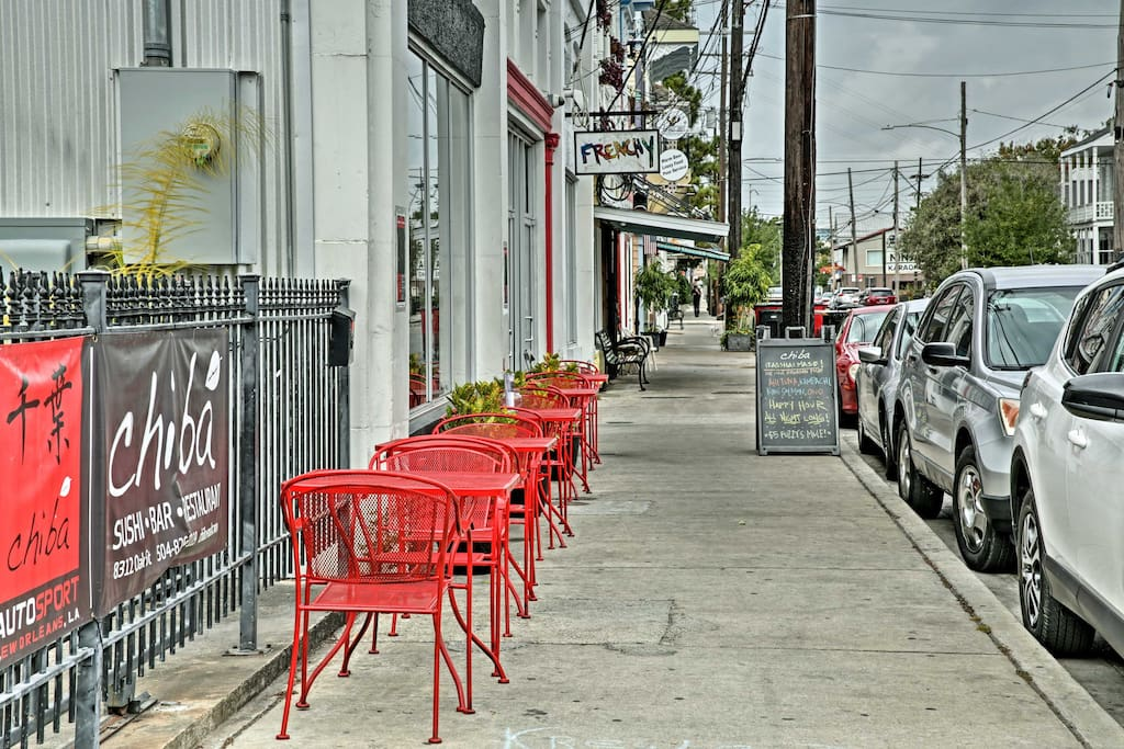 Located just 5 blocks from Oak Street, you'll be near all the local favorites!