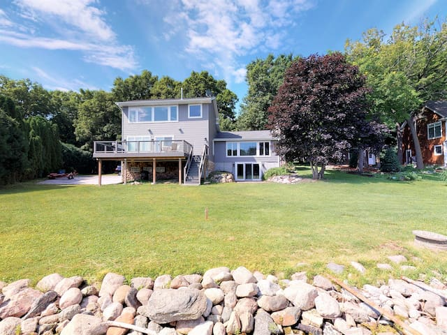 Beautiful 3/4 Lake Minnetonka house with views!