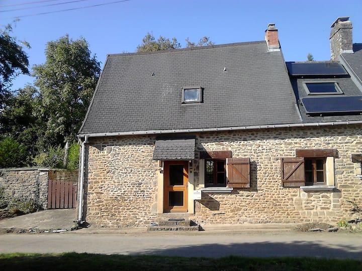 Petite chaumière à la campagne Nord Mayenne