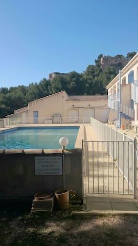 Splendide T2 de 80m2 et piscine - Vitrolles - Daire