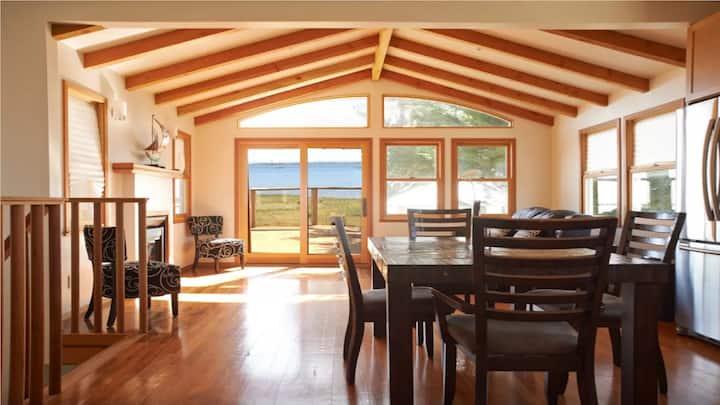 Princeton-by-the-sea beach house getaway. Near HMB