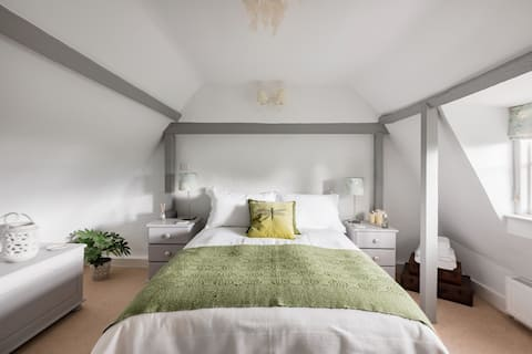 Stay at a Listed Cottage by The Chilterns & Waddesdon Estate