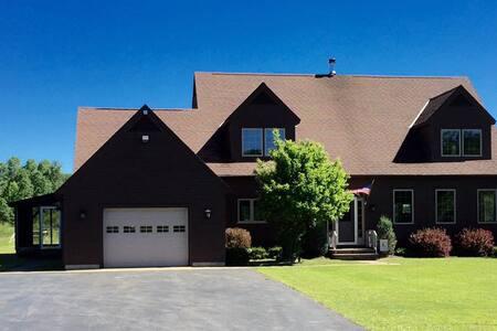 Adirondack Pines Estate - Pool & Hot Tub! - Burlington Flats - Rumah