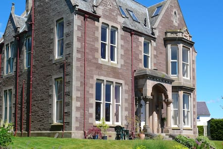 Spacious & elegant flat in beautiful old manse. - Crieff