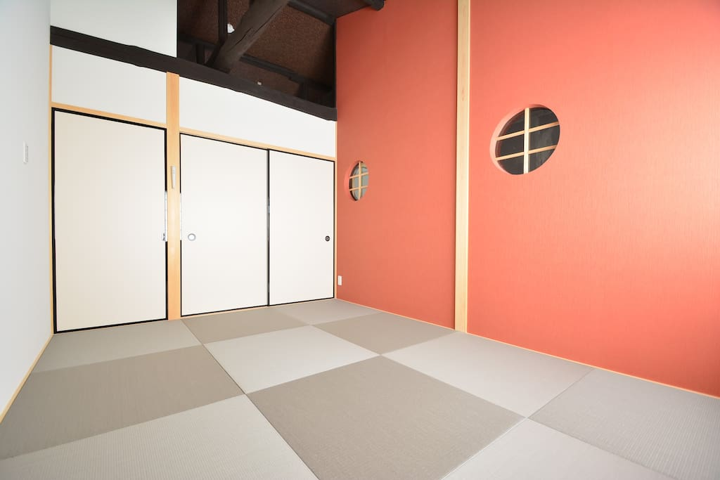 Tatami bedroom- what it looks like when the futons are folded away.