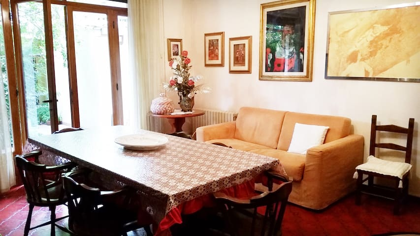 Apartment with garden in Oristano