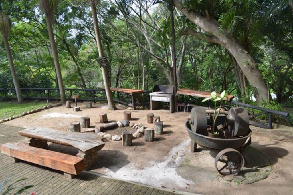 Communal Braai & Fire Pit Area