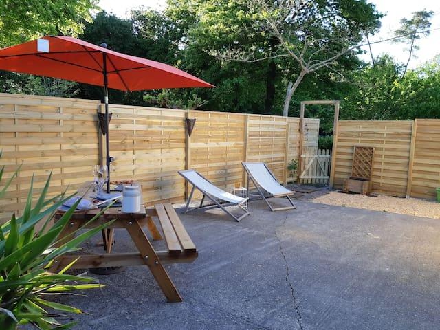 Bordeaux 10 mn Plage 25 mn Lodge cosy jardin privé