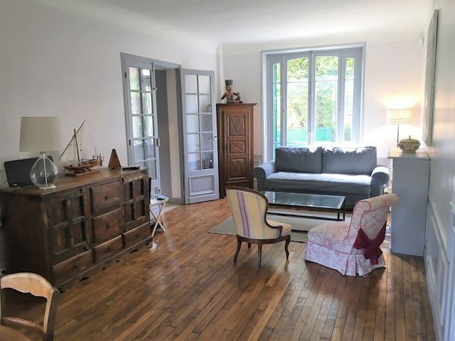 Huge 5 bedroom House @ Colombes-10 mins from Paris - Colombes - Hus
