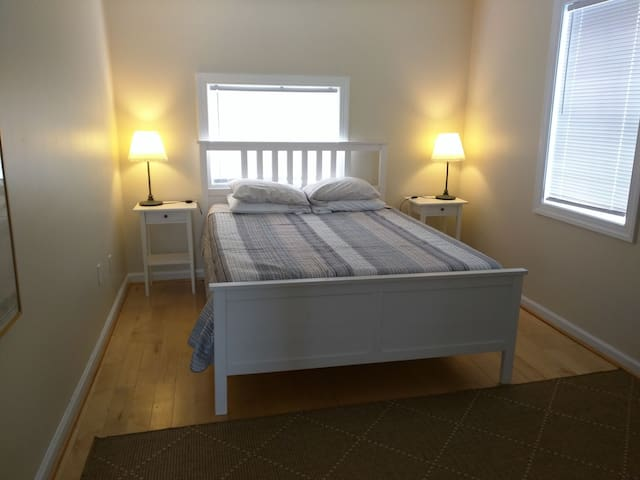 Spacious 2 bedroom apt in Downtown Portsmouth