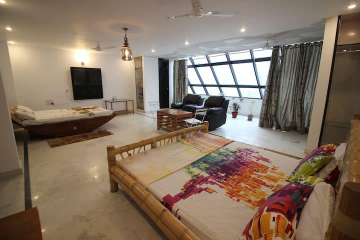 """""""The Suite 21"""" 700 sqft ultra spacious studio"""