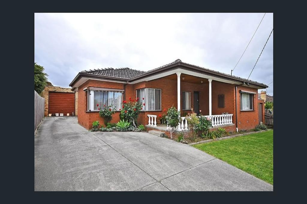 Cheapest house close to monash hospital uni houses for for Cheapest houses in victoria