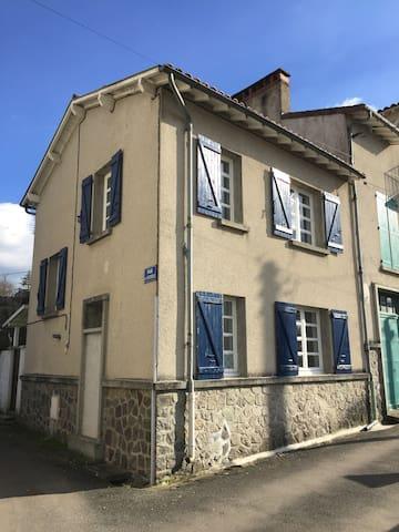 Gite - La Maison Hortensias - Chabanais - Dom