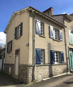 Gite - La Maison Hortensias - Chabanais