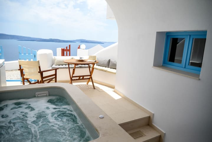 Cave Jaccuzzi House in Oia with Sea & Caldera View