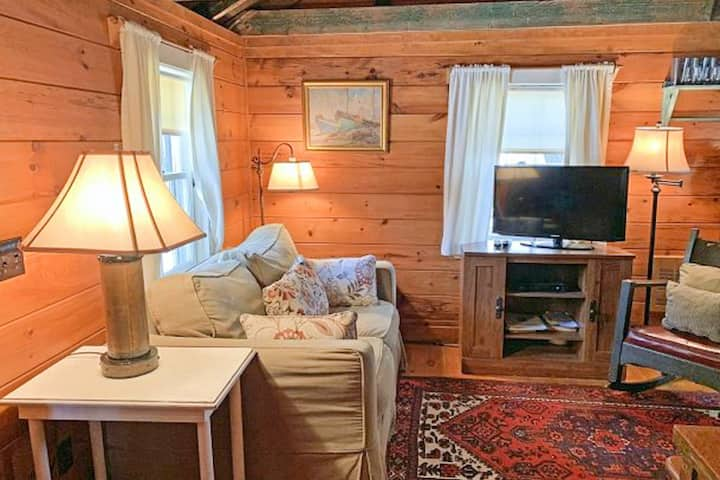 Charming, Dog-Friendly Cottage w/ Free WiFi & a Kitchenette - Close to the Beach