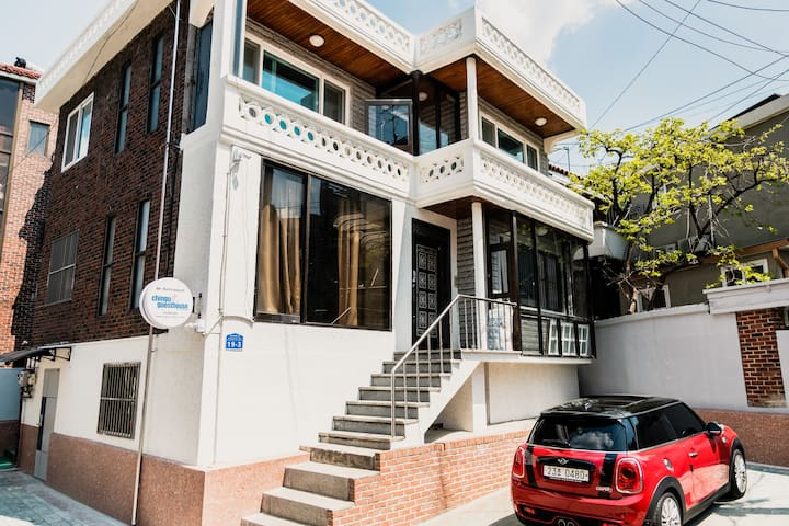 Hongdae Club st. Mixed 8 Bed Dormitory Guesthouse