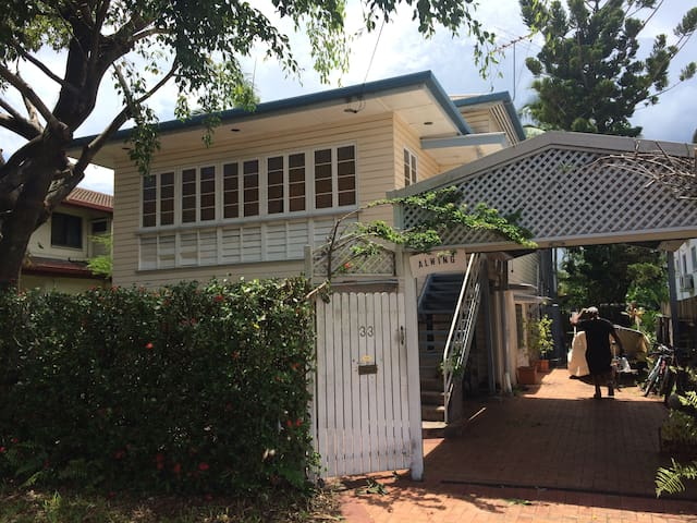 Classic Queenslander with Pool, RumRunner 1 - Parramatta Park - Konukevi
