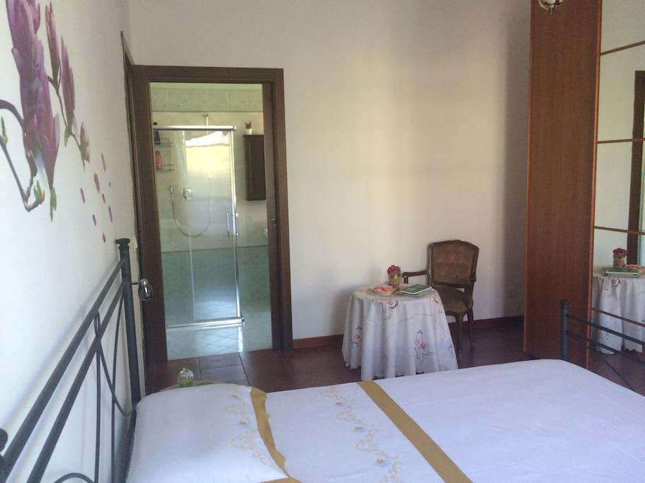 Camera di 22 mq con bagno interno ad uso esclusivo