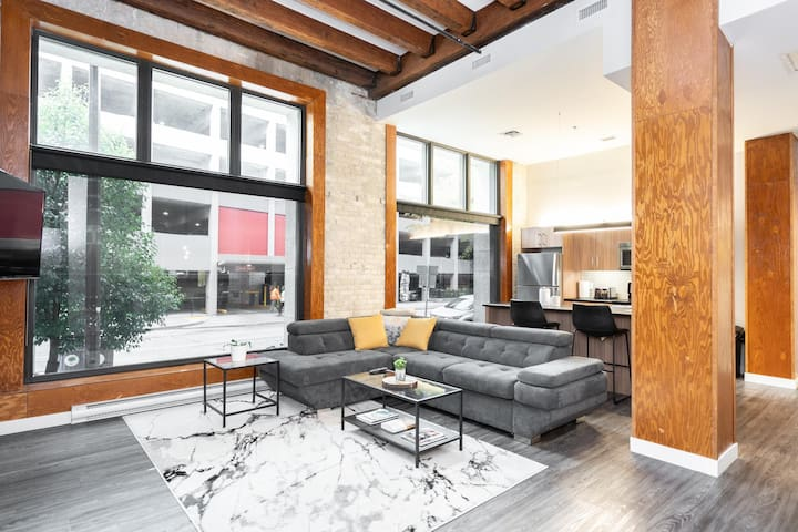 Rare Find | 2 Bdr | Priv Entrance| Prking| Exchange District