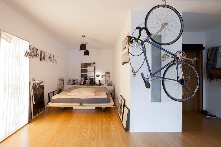 Studio Apartment - central & quiet + balcony
