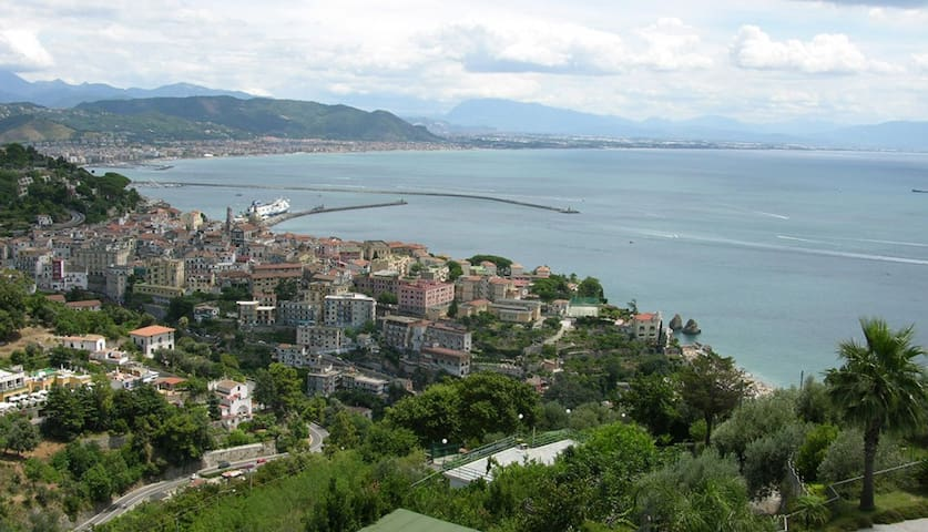 3 bd, overlooking Vietri Sul Mare - Raito - วิลล่า