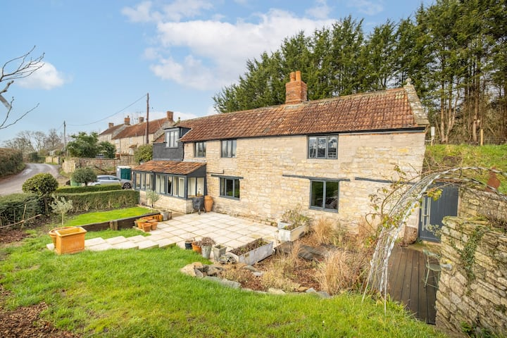 Forge Cottage - A Pet Friendly Lux Rural Retreat