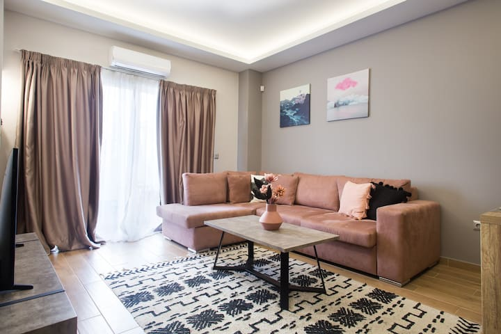 Modern chic apartment, 5' from Piraeus Port (A3)