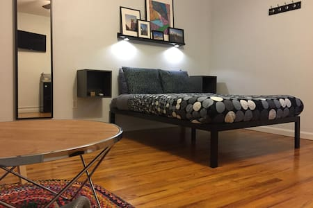 Huge Loft Size Room with Private Bath in Hip Area! - Brooklyn - Wohnung