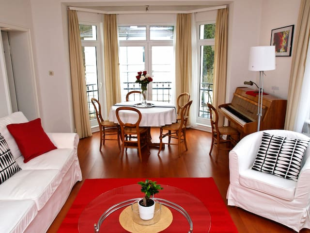 Furnished, large 3-room flat in Wiesbaden