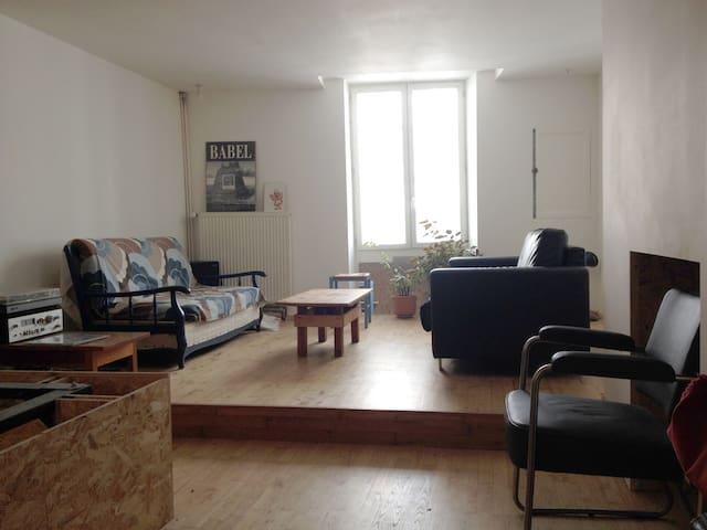 Petite chambre avec sdb dans le centre de Poitiers