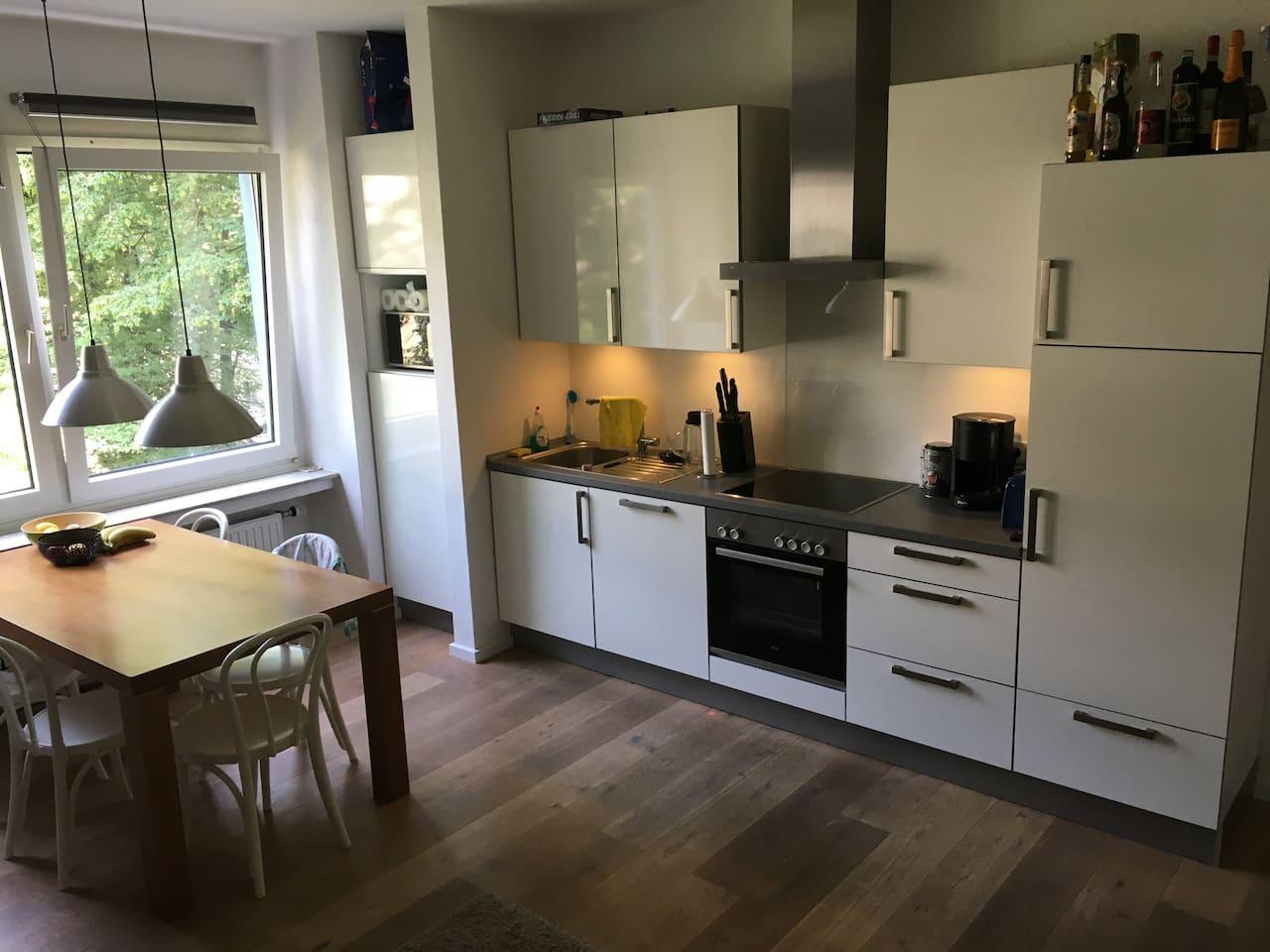 Wohnküche mit großer Eckcouch