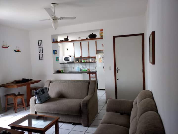 Apartamento 2 quartos com ar na Enseada Azul